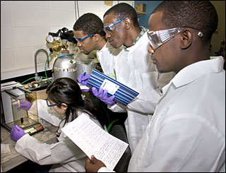 College mini-semester students spend their winter break at Brookhaven Lab
