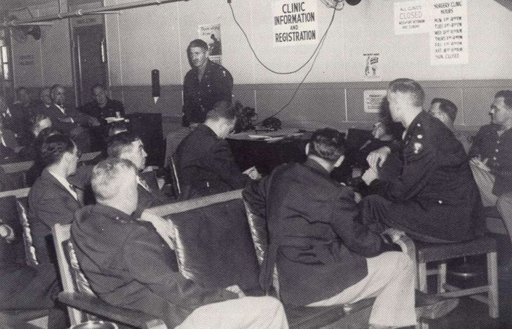 Manhattan Project: Stafford Warren giving a briefing at Oak